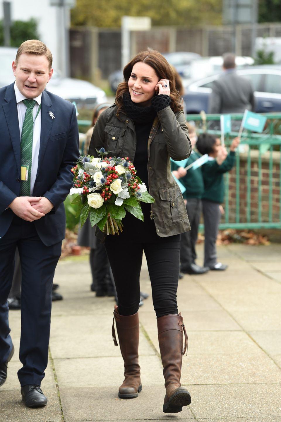 Kate Middleton mit ihren Stiefeln in London