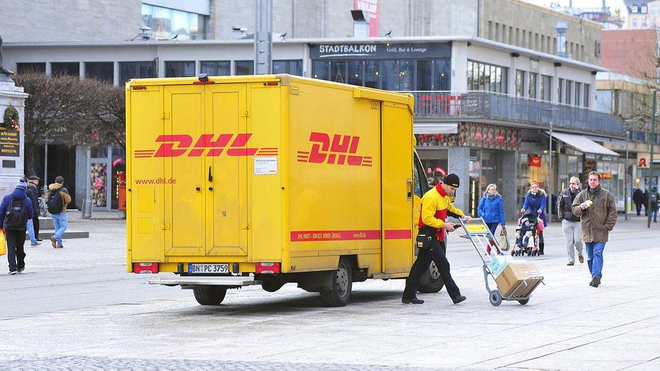 DHL: Fahrzeug und Zusteller