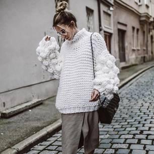 Pullover mit Bommeln an Bloggerin constantly_k