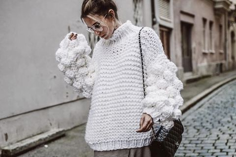 Pullover mit Bommeln an Bloggerin constantly_k