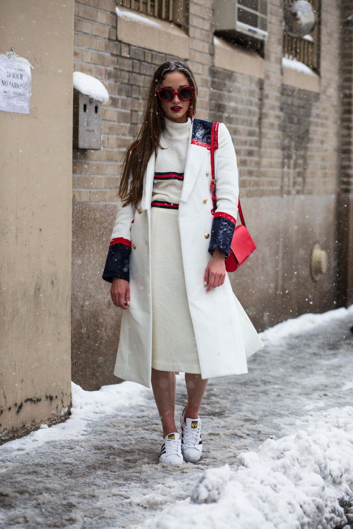 Streetstyle mit weißem Outfit