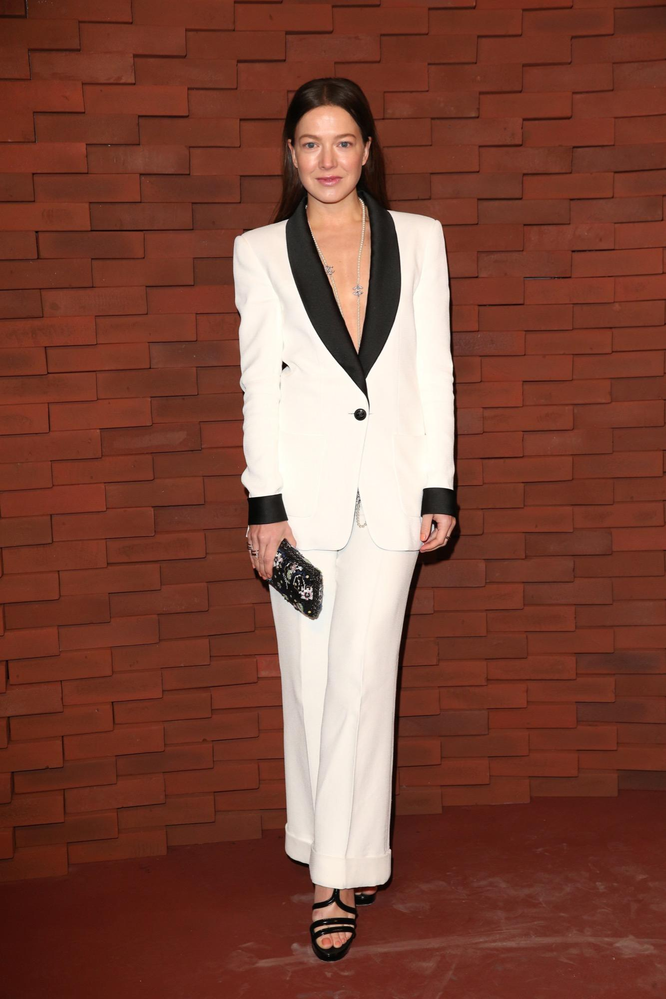 Die deutsche Schauspielerin Hannah Herzsprung in einem Zweiteiler von Chanel