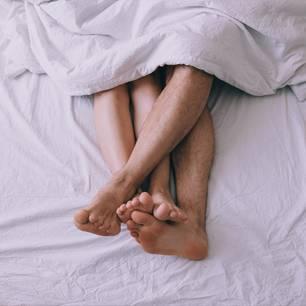 Warum gehen Frauen fremd: Paar im Bett
