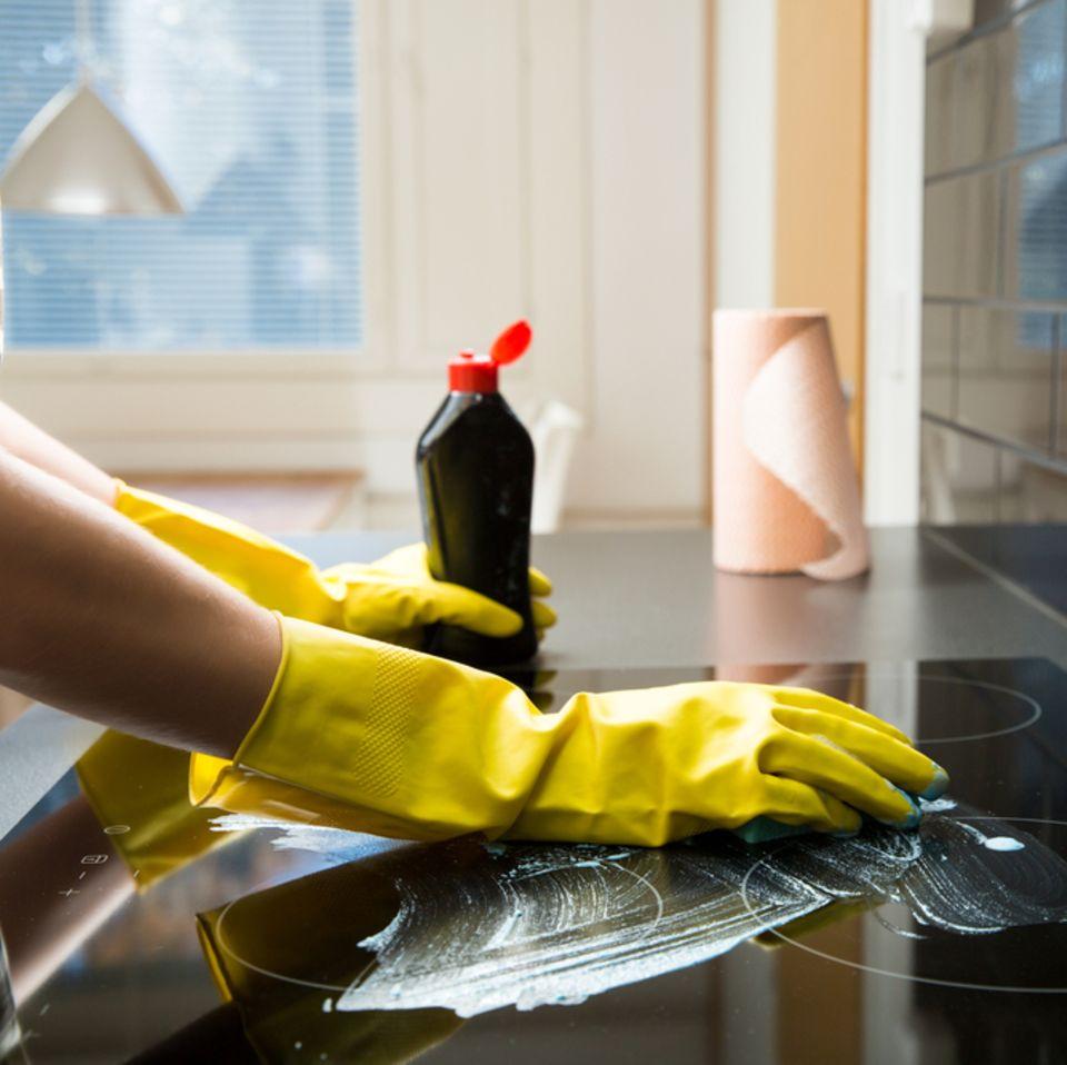 Ceranfeld reinigen: Die besten Hausmittel und Tipps