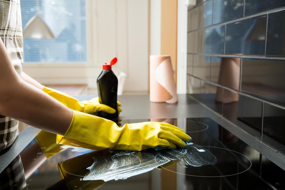 Fliesen reinigen: Die besten Hausmittel und Tipps | BRIGITTE.de