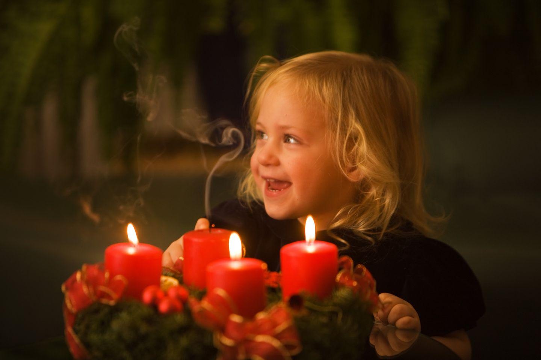 Winter ist Kerzenzeit - wie wir Kinder vor Verbrennungen schützen