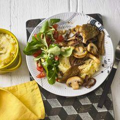 Pastinakenstampf, glasierte Pilze und Feldsalat