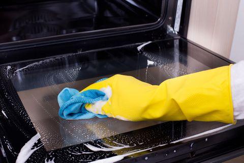Backofen reinigen: Die besten Hausmittel