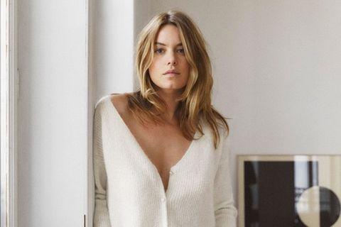Frau trägt Hype-Pullover