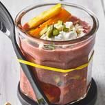 Rote-Rüben-Suppe mit Pistazien
