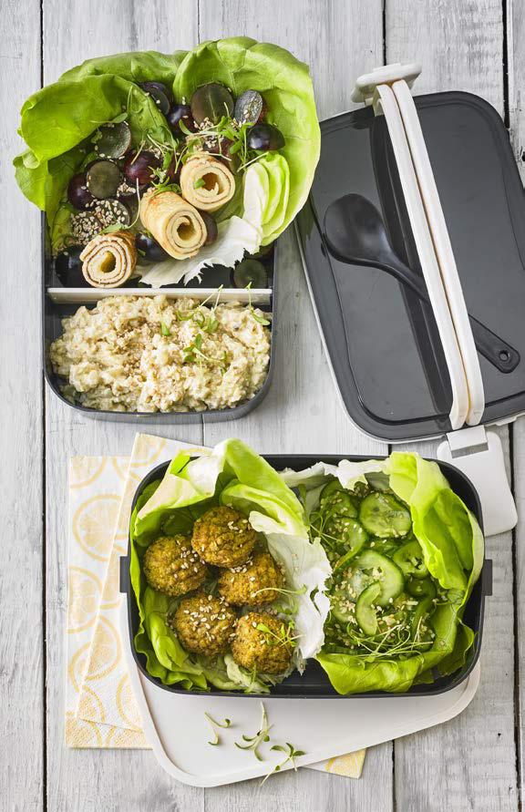 Falafel, Blumenkohl, Gurken und Käse-Omelett