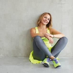 Die Sportwissenschaftlerin Michaela Holle ist eine der Expertinnen unseres Fitnessprogramms und Trainierin bei einigen Workouts.