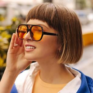 Wie viele Vorurteile hast du: Frau mit braunen Haaren