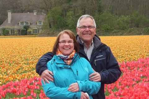 Lieben sich und die Blumen: Helga und Walter