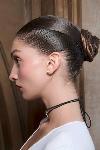 Steckfrisuren: Sleek-Look mit Schnecke