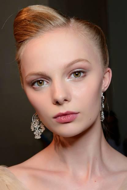 Steckfrisuren: für halblange Haare mit Tolle