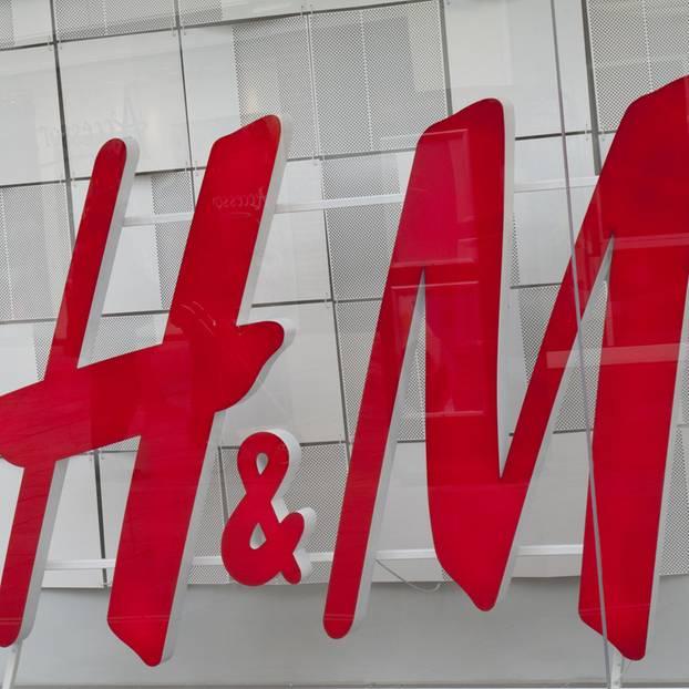 H&M Logo in Rot