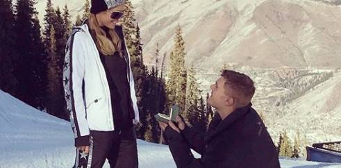 Paris Hilton hat sich verlobt