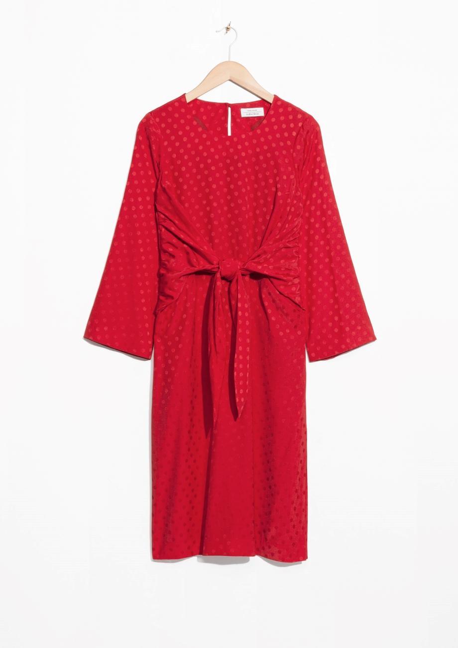 Valentinstag Outfit: Rotes Kleid von & Other Stories