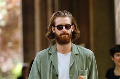 Männerfrisuren: Halblang mit Bart