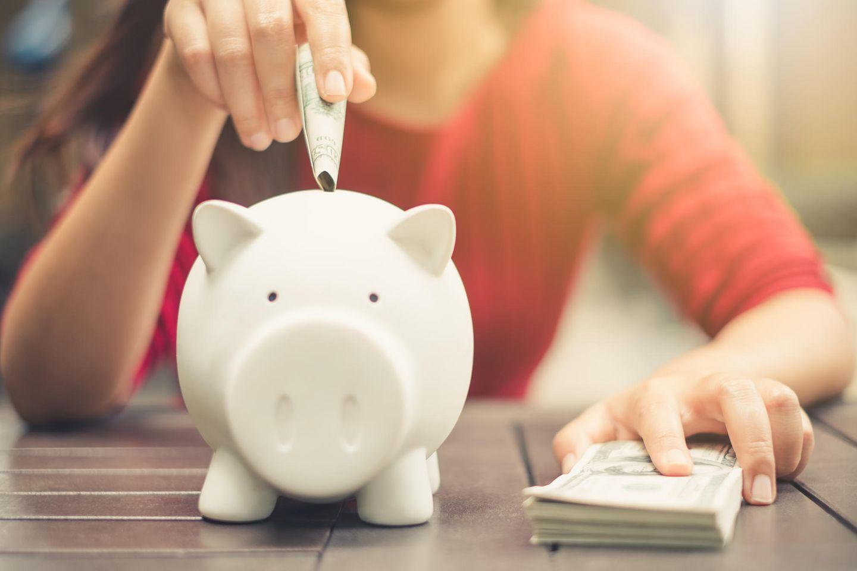 Monatlich Geld sparen: Mit dieser goldenen Regel schaffst du's!