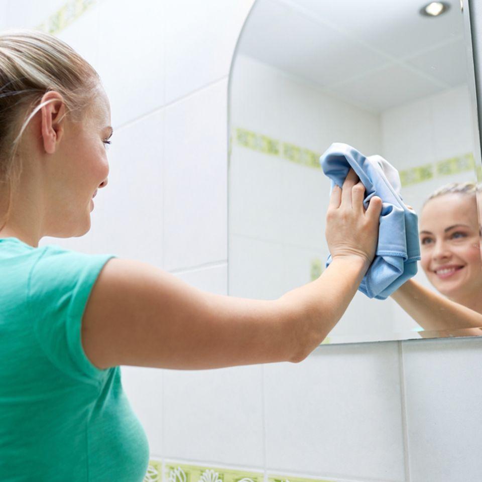 Spiegel putzen