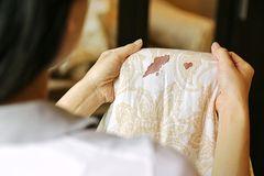Blutflecken entfernen: Die besten Hausmittel