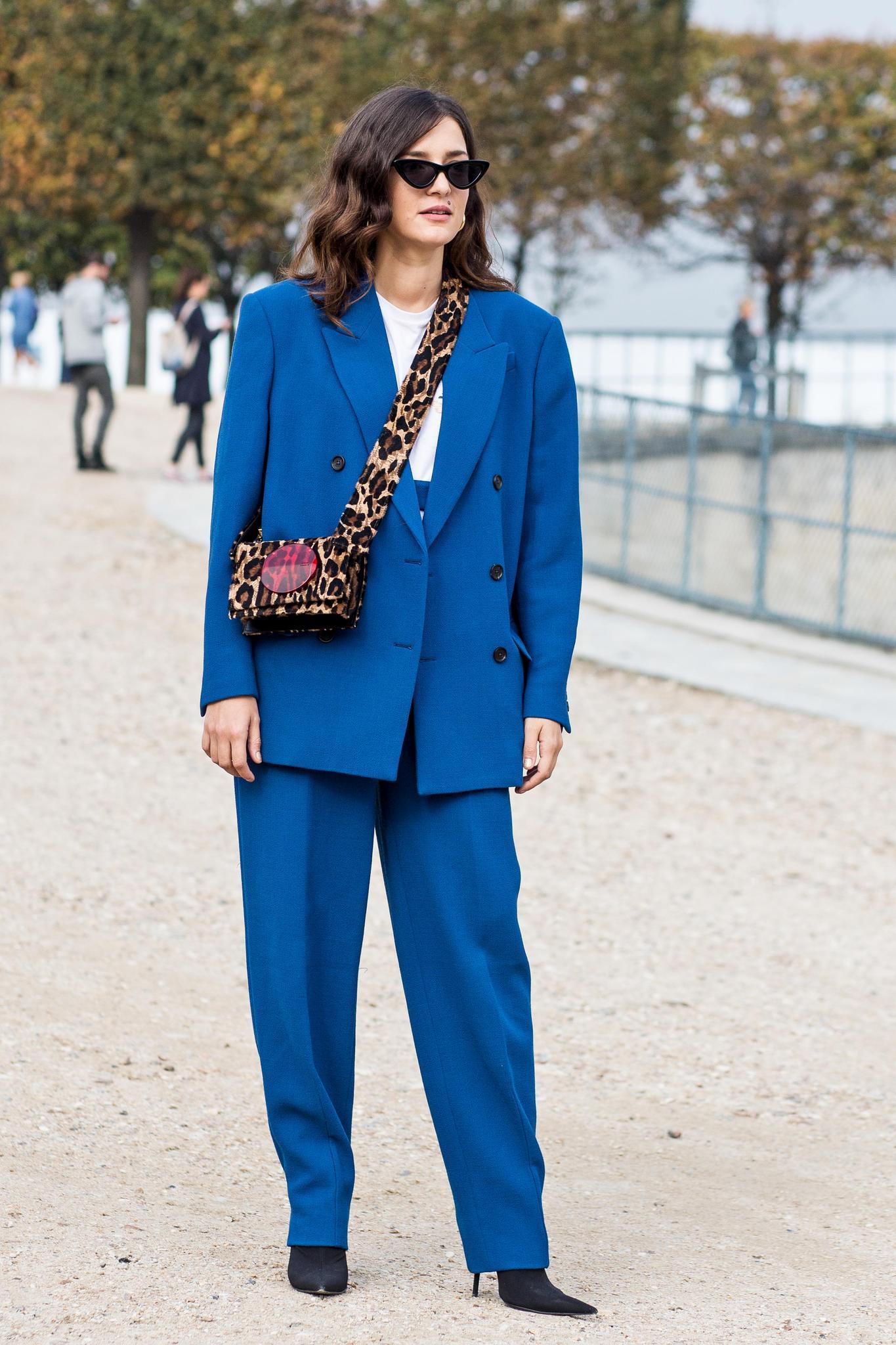 Hosenanzug: Oversize Suit an einer Frau