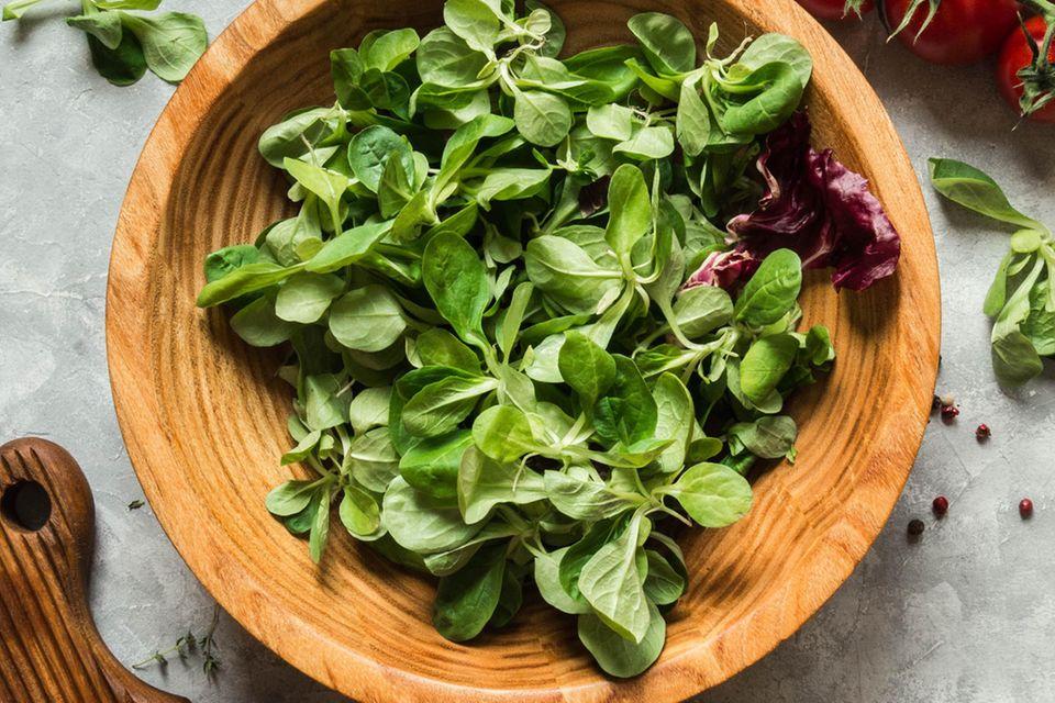 Basenfasten: Feldsalat mit Champignons