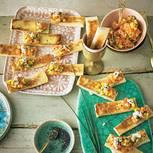 Lachs-Tatar-Toasts mit Gurke und Mango