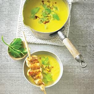 Karotten-Mais-Suppe mit Hähnchen-Spiessen