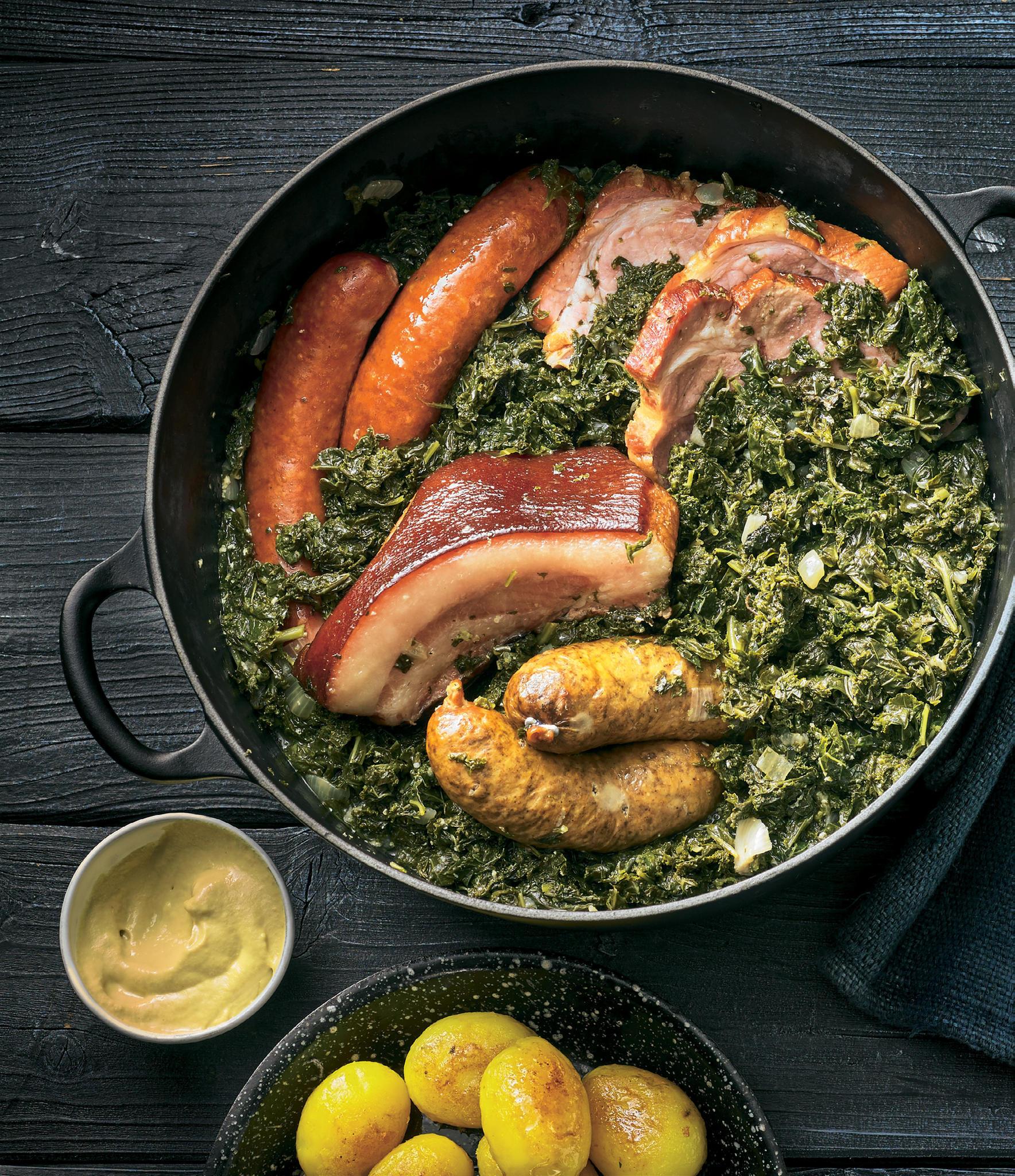 Grünkohl mit Kasslernacken, Schweinebacke und Würstchen
