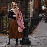 Trendfarben 2018: Bloggerin trägt Outfit in Emperador