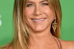 Frisuren, die jünger machen: Jennifer Aniston mit Mittelscheitel