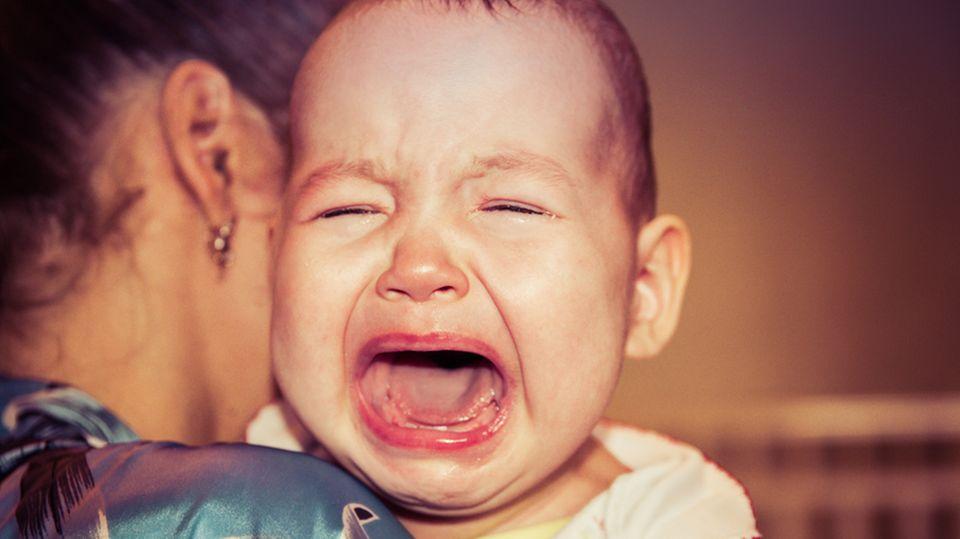 Frau bringt ihr Baby zur Arbeit mit – und geht damit viral!