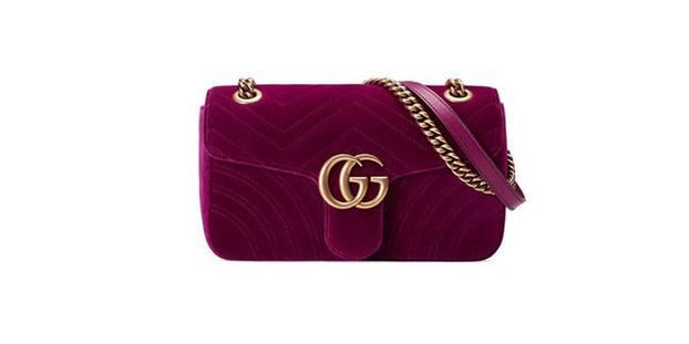 3dd0e901c9b67 Die Schultertasche von Gucci ist für circa 1.400 Euro erhältlich.