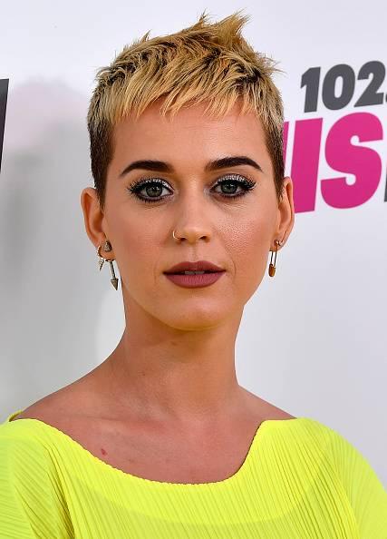 Katy Perry mit Hautunreinheiten