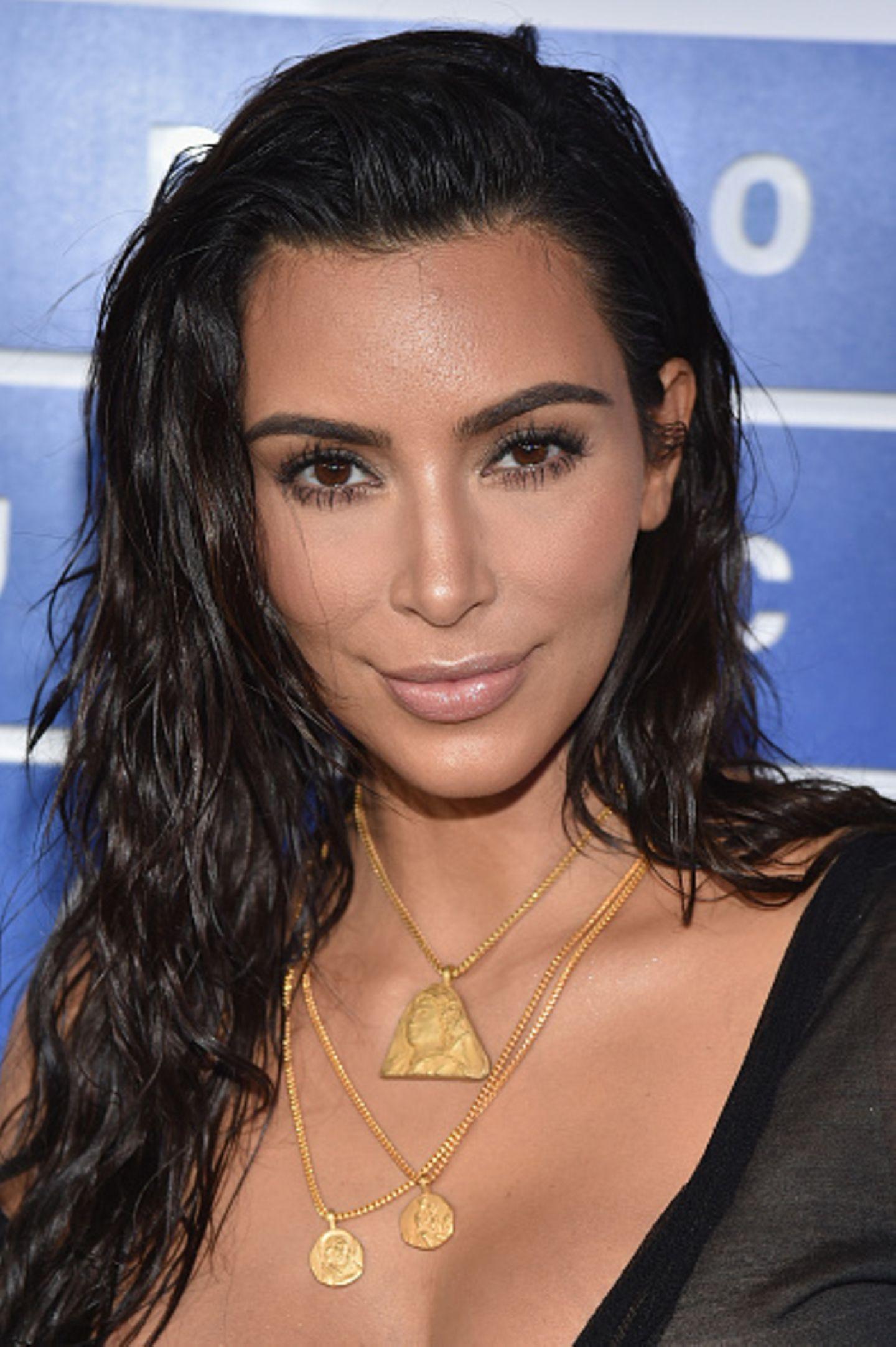 Kim Kardashian mit unreiner Haut