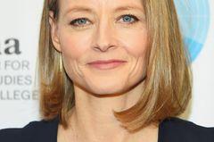 Frisuren, die jünger machen: Jodie Foster mit rund geföntem Bob