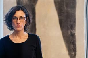 """Valentina Murabito studierte an der """"Moholy-Nagy University of Art and Design"""" in Budapest/Ungarn und an der """"Hochschule der Schönen Künste"""" in Catania/Italien. Ihre Arbeiten sind Teil öffentlicher und privater Sammlungen, darunter die Sammlung SpallArt in Salzburg."""