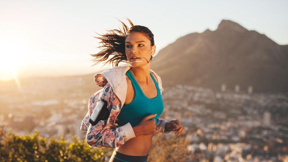 Sport-Warnzeichen: Frau beim Joggen