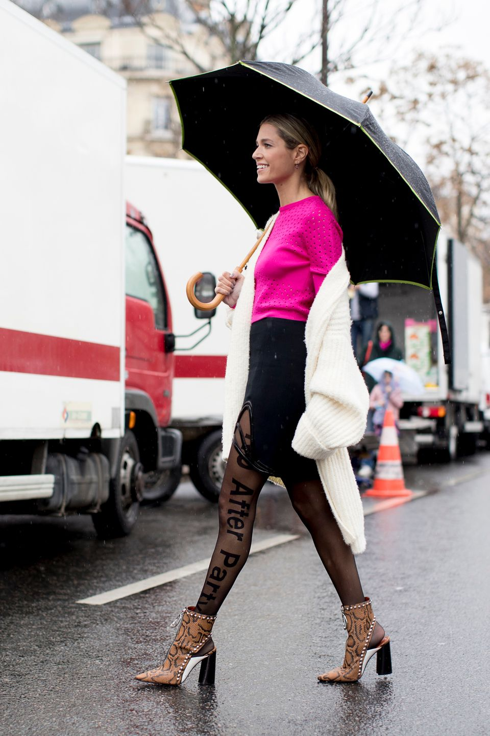 Cardigan über Outfit an Streetstylestar