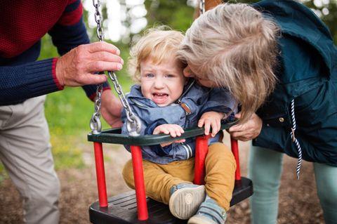 Großeltern, Enkel, Weinen