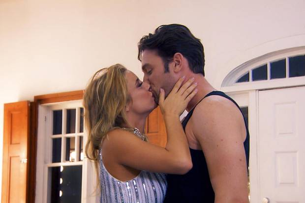 Janina Celine knutscht den Bachelor. Oder so. Ok, eher nicht!