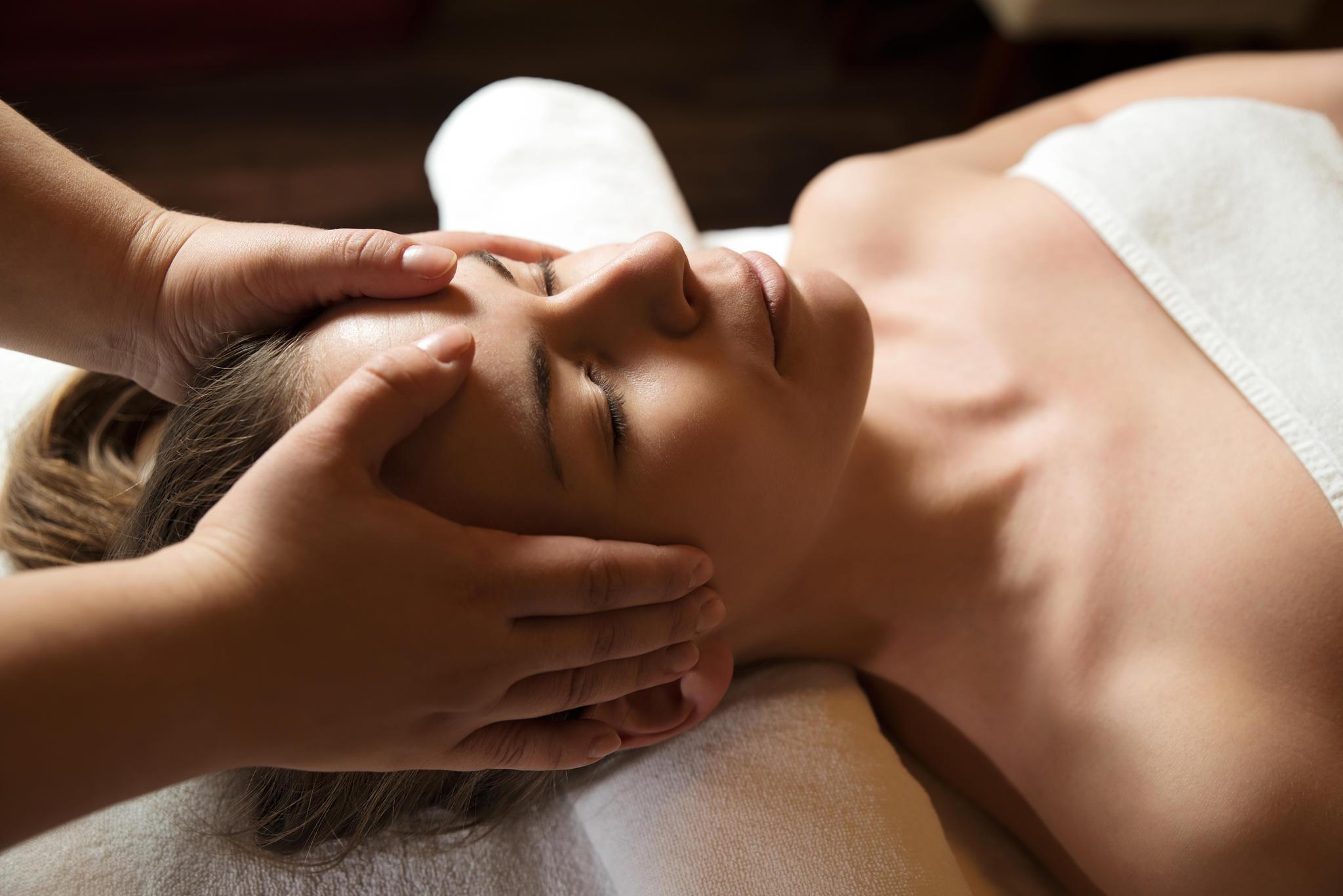 Du würdest gerne mal wieder zu Massage gehen? Oder zur Kosmetikerin? Oder dir dieses eine Paar Pumps leisten? Alles kein Problem: Beschenke dich selbst und gönne dir mal wieder ein Erlebnis, das NUR dich glücklich macht.