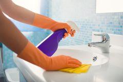 Schimmel im Bad - entfernen und vorbeugen
