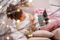 Romantische Komödie oder doch ein spannender Thriller? Die Entscheidung liegt ganz bei euch. Hauptsache ihr lehnt euch zurück und entspannt euch.