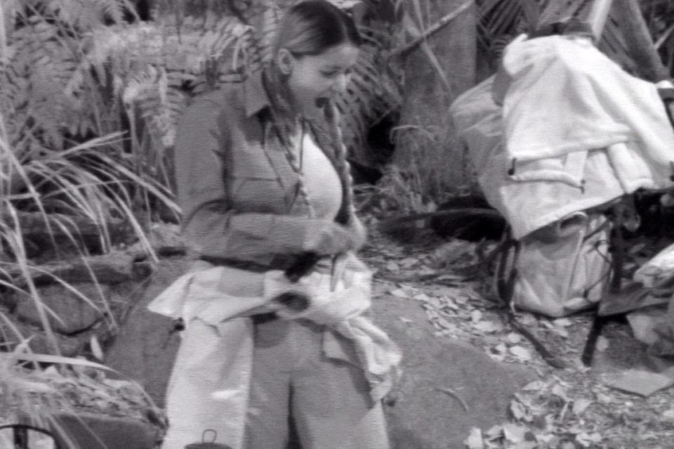 Kattia wird von einem Vieh gefoltert.