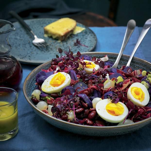 Lila-Kartoffel-Salat und Raclette-Crostini