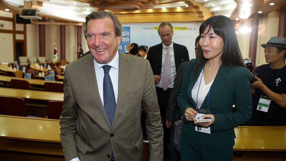 """Gerhard Schröder: """"Ich bin ernsthaft dabei, Koreanisch zu lernen"""""""